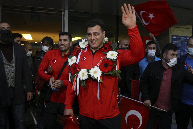 Rıza Kayaalp ve Murat Fırat, Ankara'da coşkuyla karşılandı