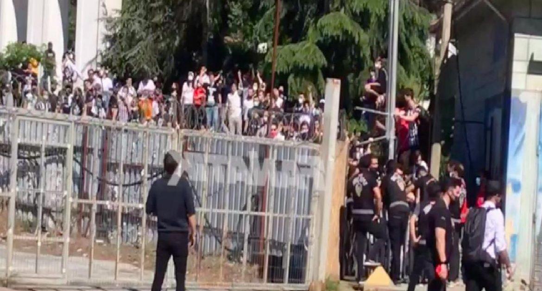 Beşiktaş taraftarı Vodafone Park'a girmek istiyor!