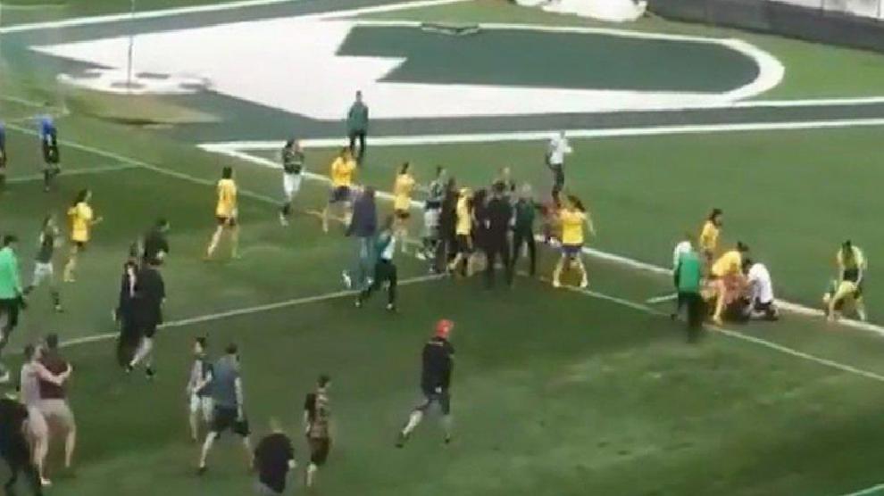 Bulgaristan futbolunda kadınlar kavga etti!