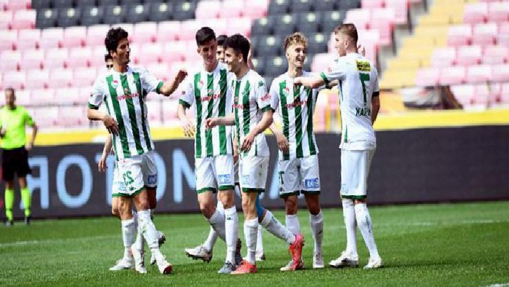 Bursaspor'da 17 oyuncu ilk kez profesyonel ligde oynadı