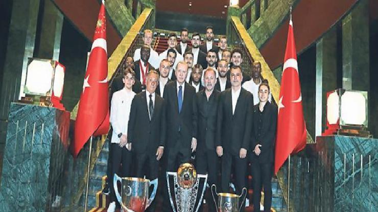 Cumhurbaşkanı Recep Tayyip Erdoğan Beşiktaş'ı kabul etti