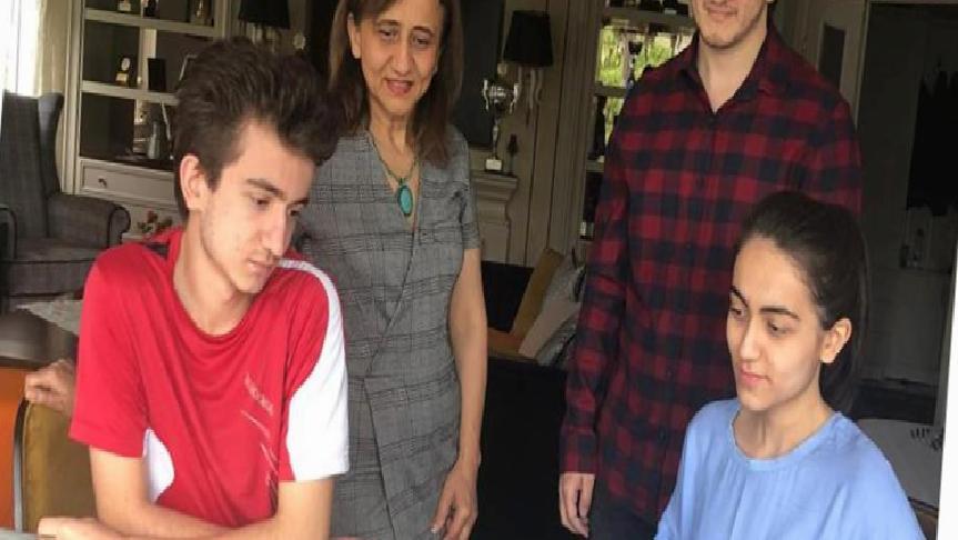 Emine Can, çocuklarının satrançla iç içe olmasından mutluluk duyuyor