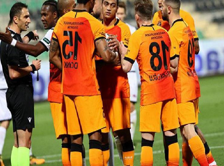 Galatasaray şampiyonluk yarışını son haftaya taşıdı