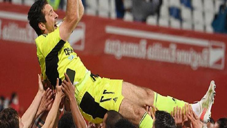 Juventus efsanesi Gianluigi Buffon'a kupayla veda!