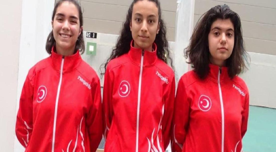 Milli sporcular, Hırvatistan'da genç kızlar takım Türkiye rekorunu kırdı