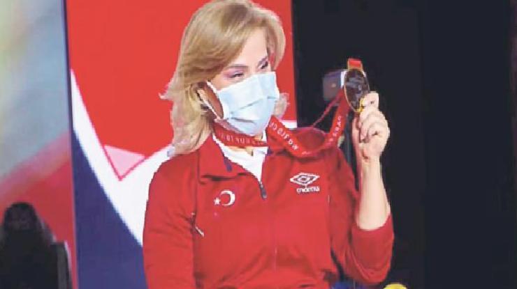 Nazmiye Muratlı'dan altın madalya