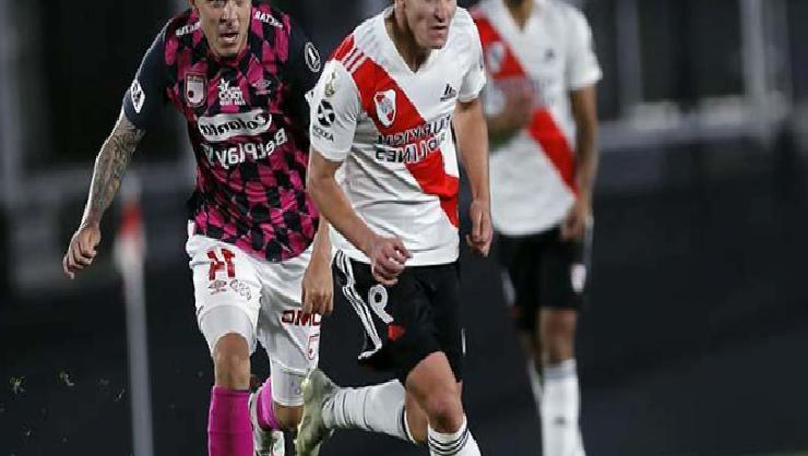 River Plate, orta saha oyuncusunun kaleye geçtiği maçta Independiente'yi yendi