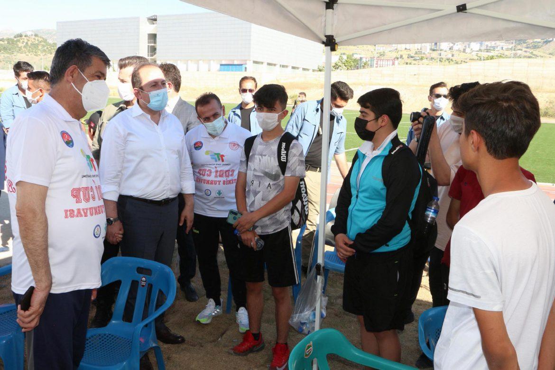 Şırnak'ta 'Cudi Cup Ulusal Tenis Turnuvası' devam ediyor